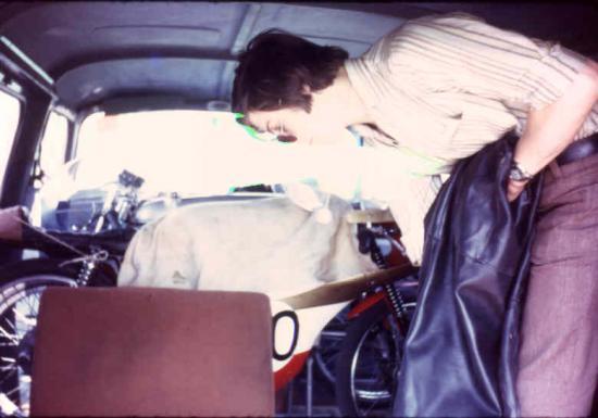 Gil dans son Fiat