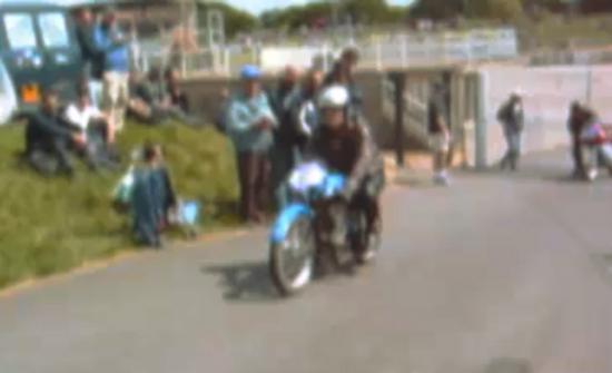 Max Coueille sur la Jonghi N° 2 en double arbres moto legende 2002