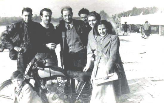 de gauche  à droite : Collier;Michel;Mr Mercia;?;Mme Marcia;Mme Michel;et le gamin en bas votre serviteur